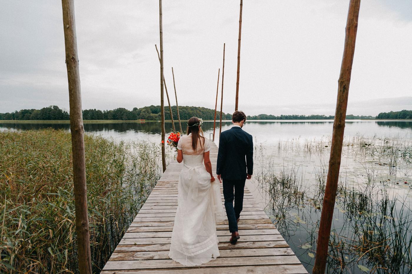 zdjęcia ślubne nad jeziorem- Luke Sezeck