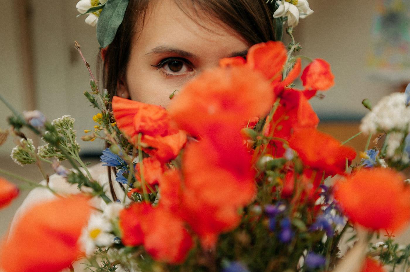 naturalna sesja ślubna nad jeziorem- panna młoda- Luke Sezeck
