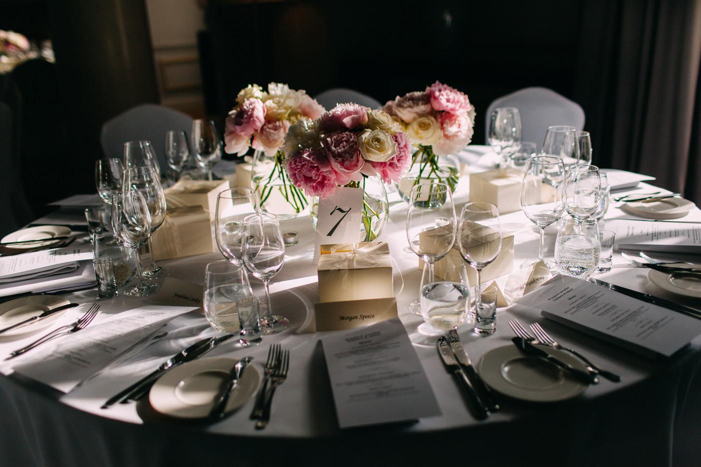 dekoracje weselne stolu w amber room warszawa- luke sezeck