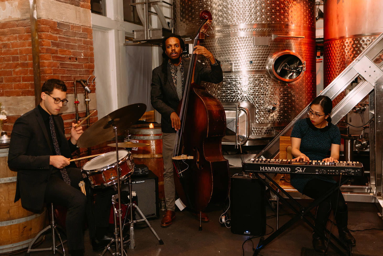 new york city winery wedding- Aaron Seeber Jazz Trio play live- Luke Sezeck Wedding Photographer