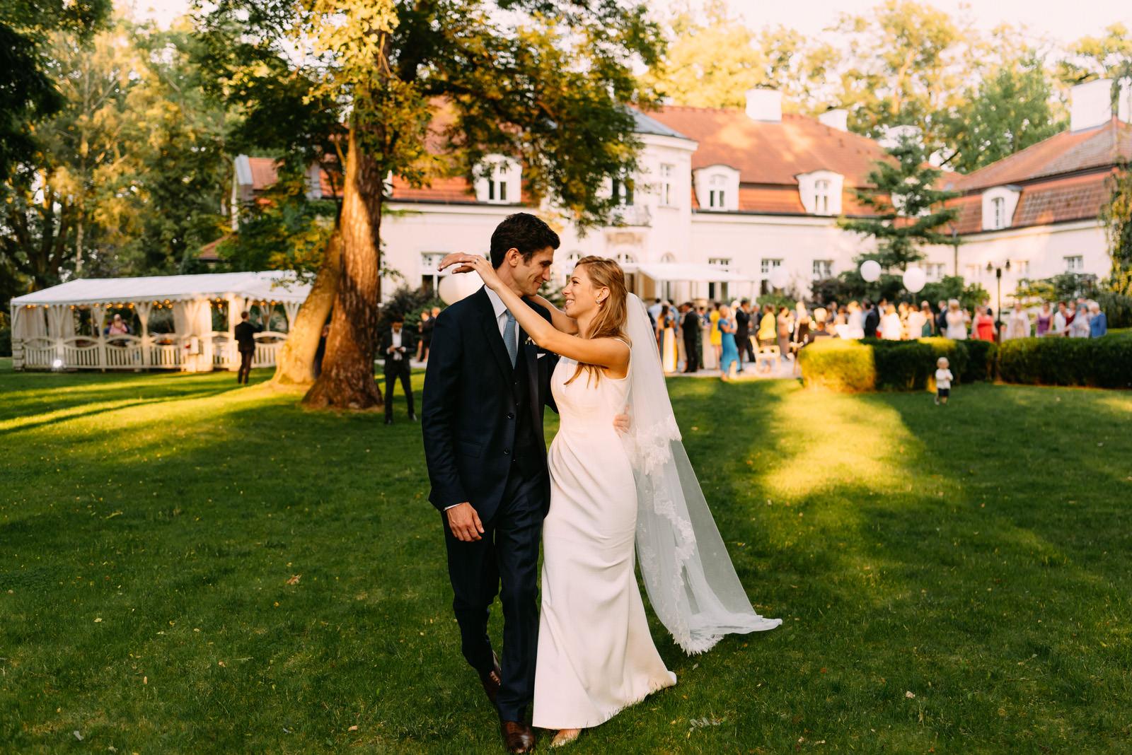 sesja ślubna i międzynarodowe wesele w pałacu zdunowo-Luke Sezeck