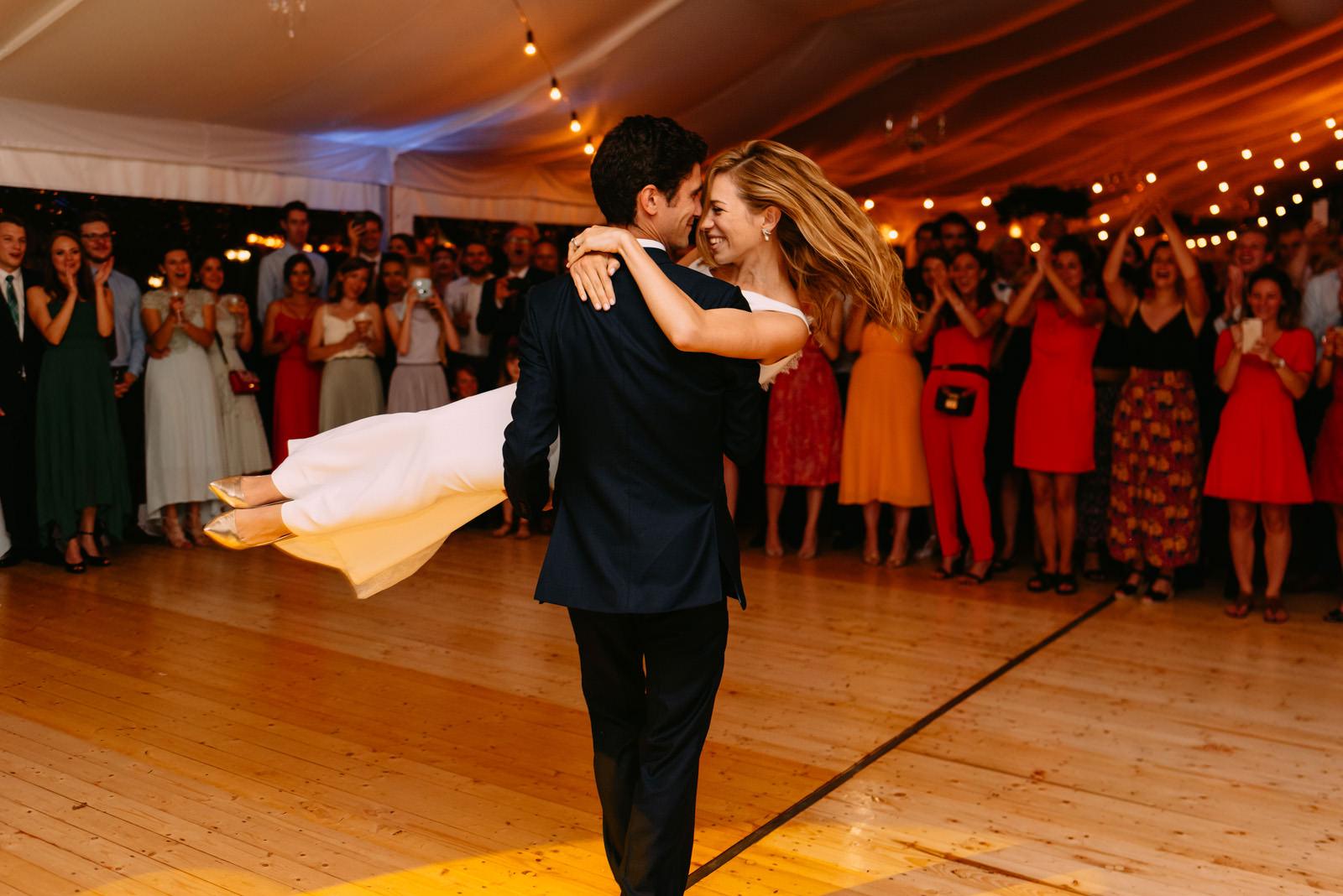 Pierwszy taniec młodej pary na parkiecie Pałacu Zdunowo- Luke Sezeck