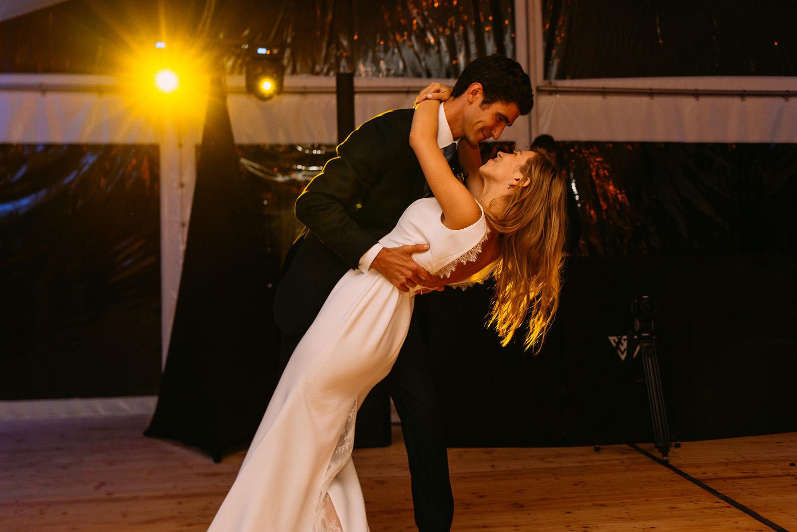 Taniec mlodej pary podczas wesela w palacu zdunowo- Luke Sezeck