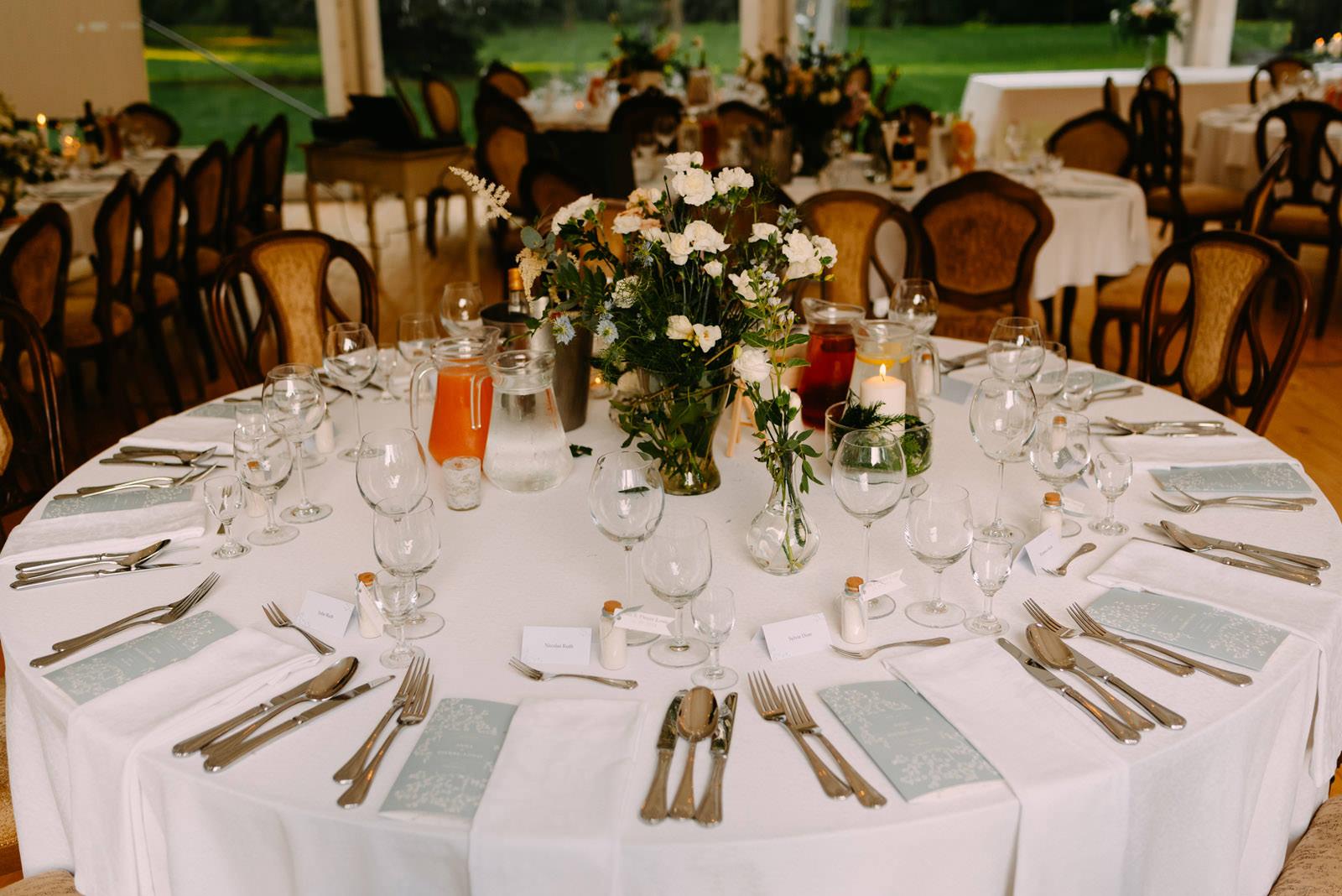stol weselny i dekoracje slubne w palac zdunowo- luke sezeck fotografia slubna
