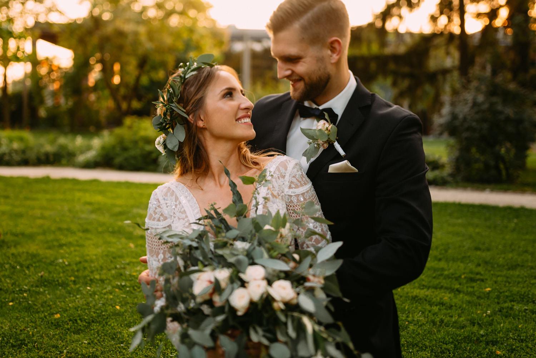 rystykalne wesele Żelazowa Wola- sesja w dniu slubu w Parku Muzeum Chpina- Luke Sezeck fotograf ślubny Warszawa