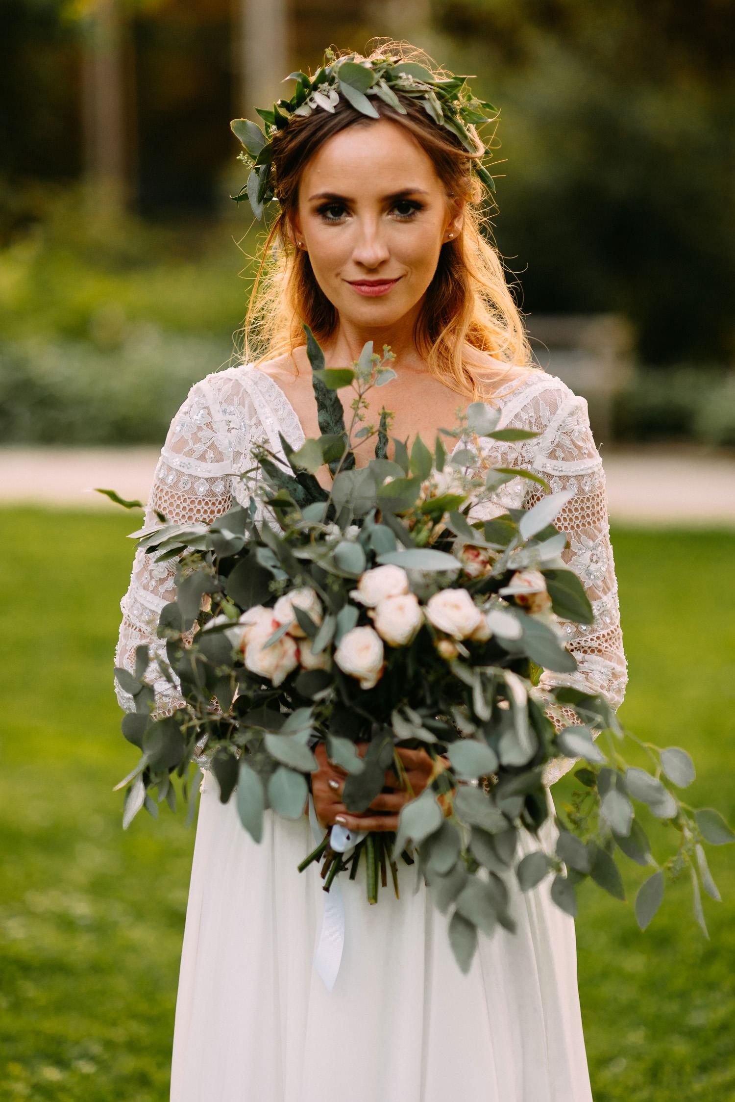 panna młoda i piękny bukiet ślubny w stylu rustykalnym- Luke Sezeck