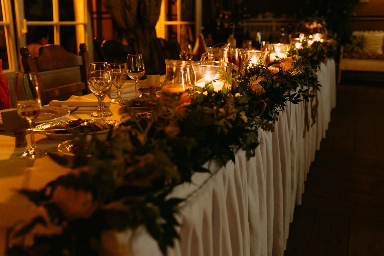 rustykalne ozdoby stołu weselneo