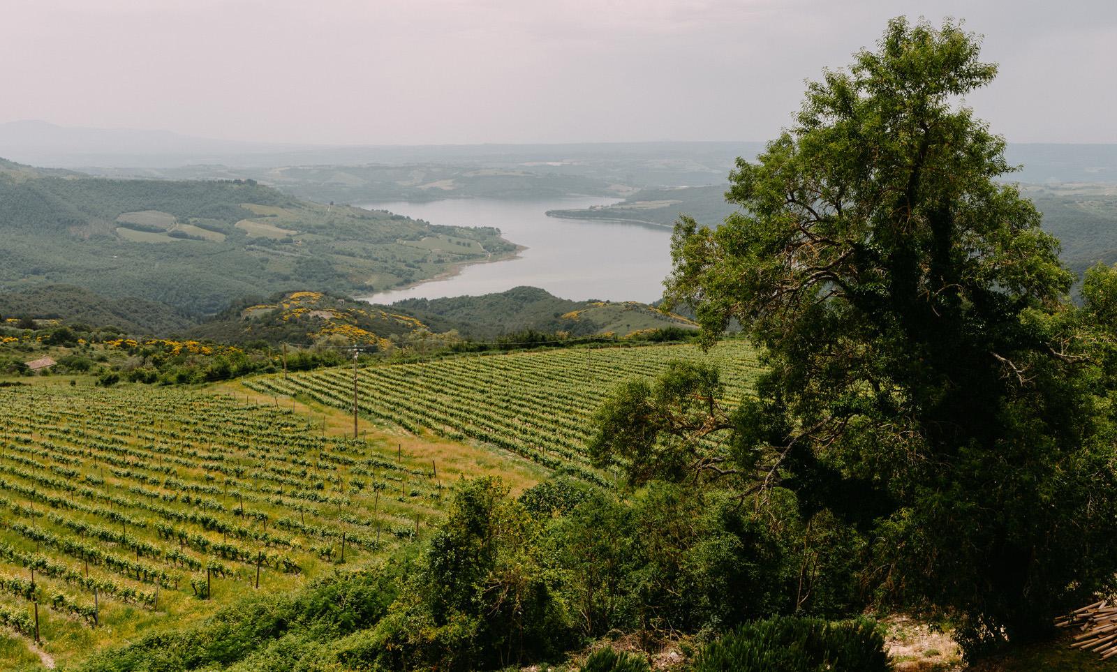 slub za granica - piekny krajobraz umbrii - Luke Sezeck
