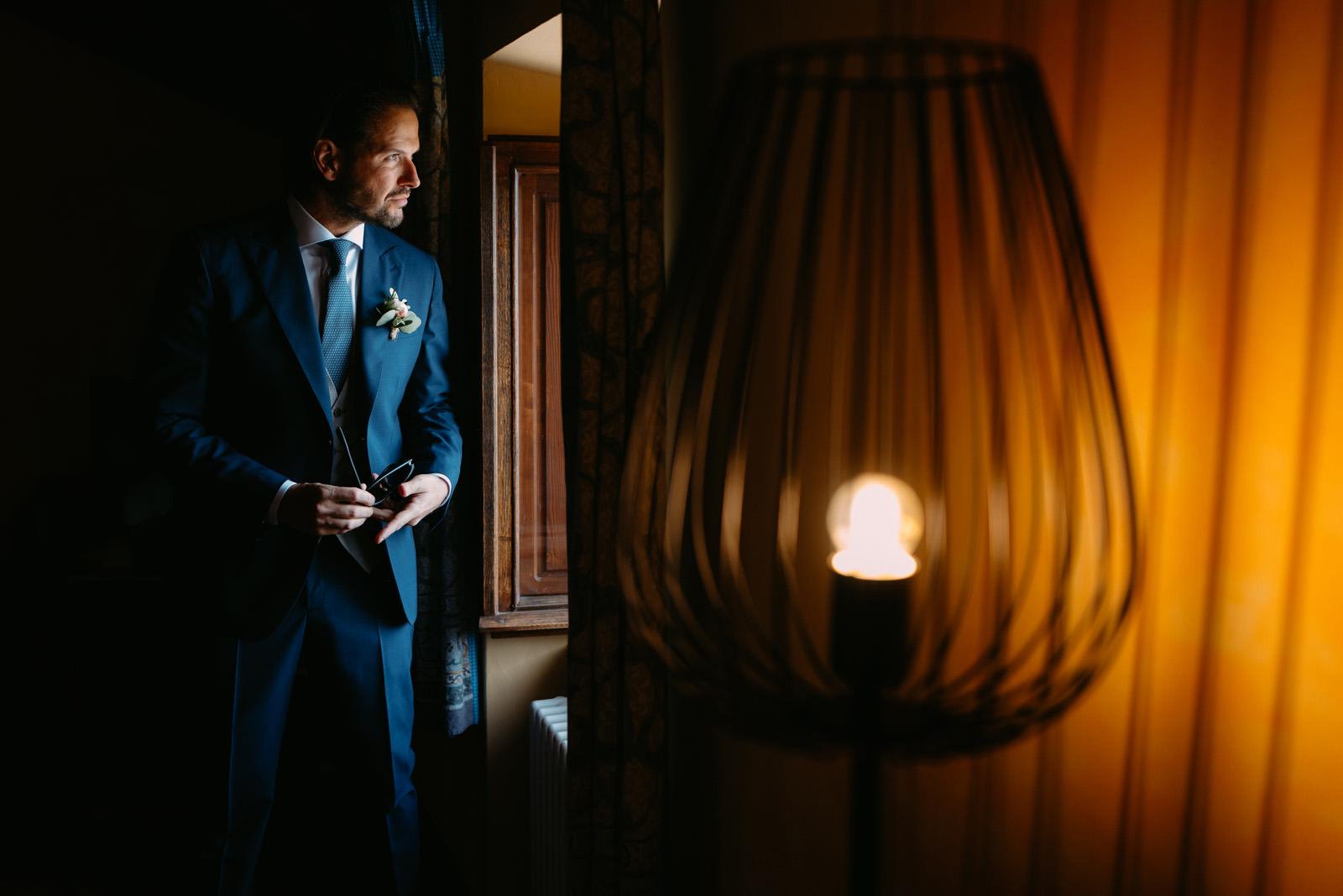 ślub za granicą- prawdziwe włoskie wesele- portret pana mlodego- luke sezeck