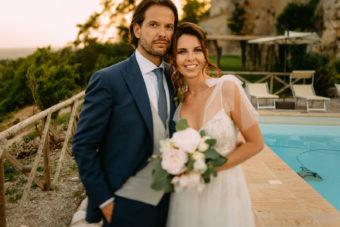 ślub za granicą - wesele we Włoszech piękny portret mlodej pary - Luke Sezeck