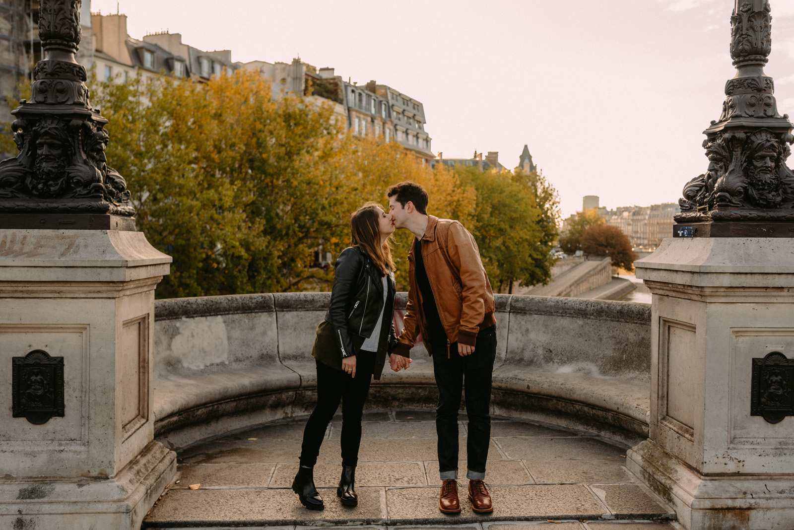Crative engagement photography in Paris by Luke Sezeck photographer - Pont Neuf