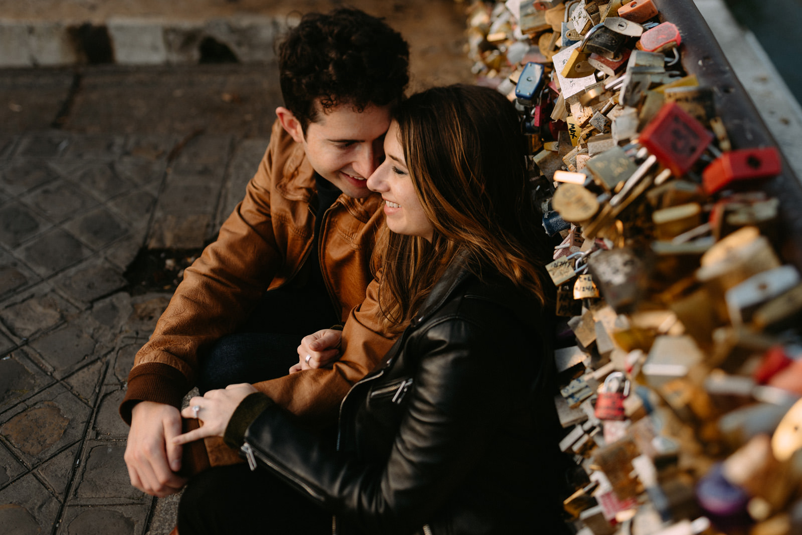 Alternative engagement photographer Paris- Luke Sezeck - couple portrait on Pont des Arts