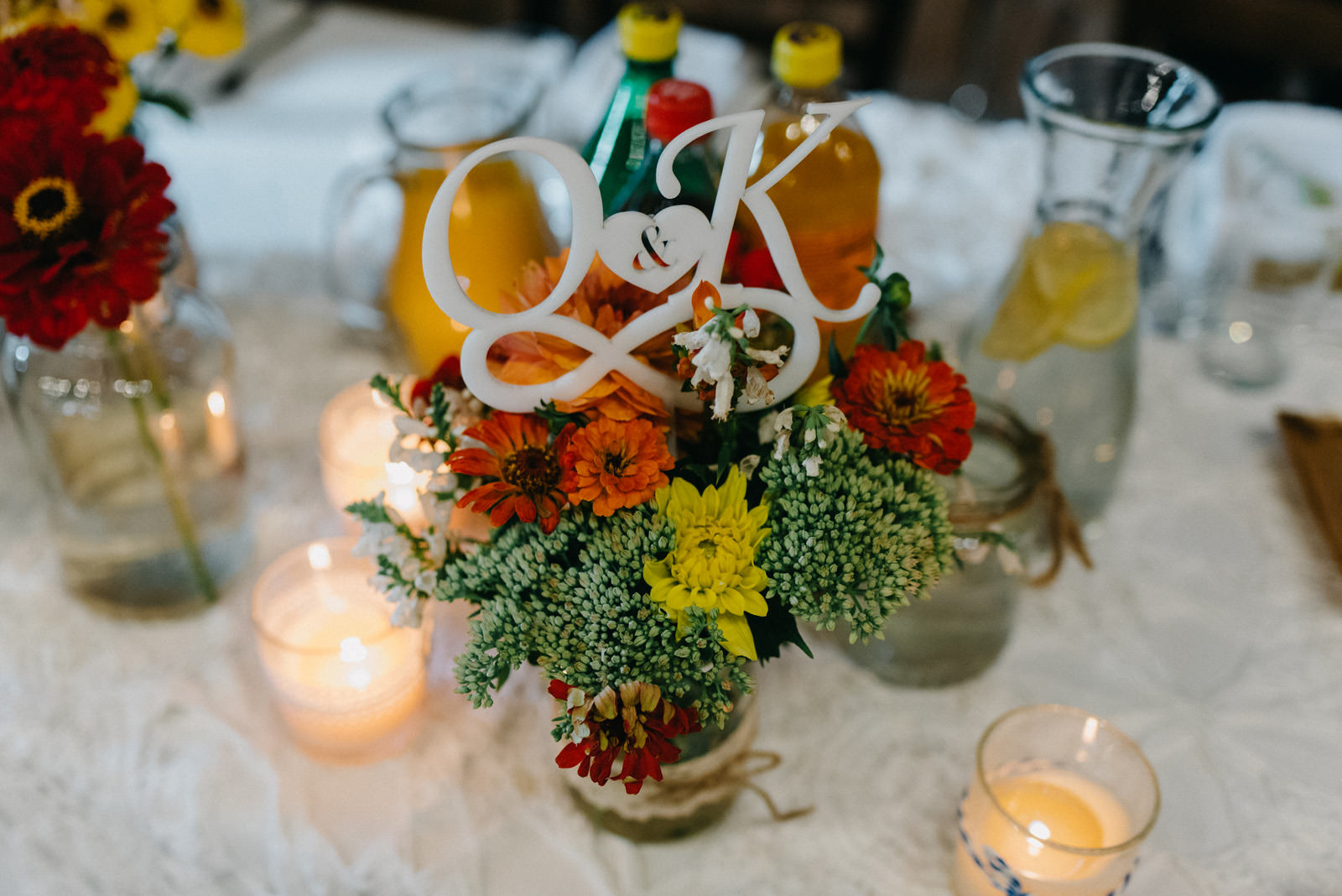 Osada młyńska - wesele w stodole - detale i dekoracje ślubne - Luke Sezeck fotografia