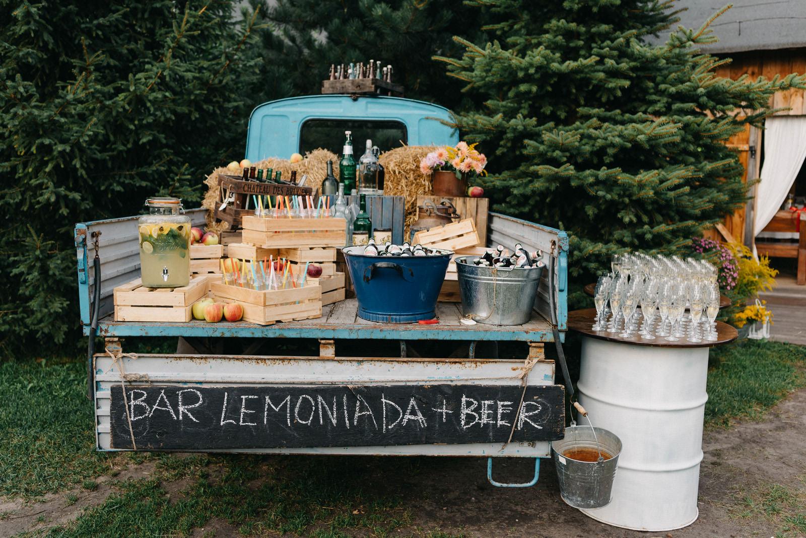 Osada młyńska i wesele plenerowe Oryszew - bar na powietrzu - Luke Sezeck fotografia