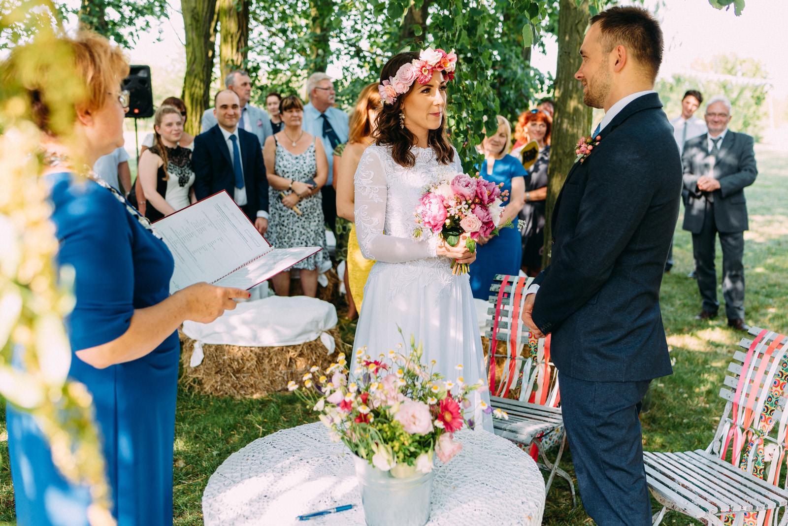 Wesele i ślub w plenerze pod Warszawą, Osada Młyńska - Luke Sezeck fotografia ślubna