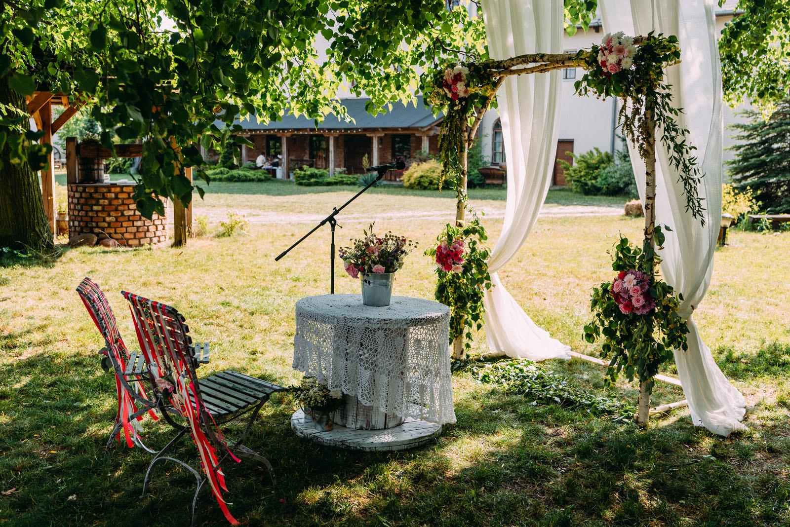 Osada młyńska wesele i ślub w plenerze pod Warszawą - Luke Sezeck fotografia ślubna