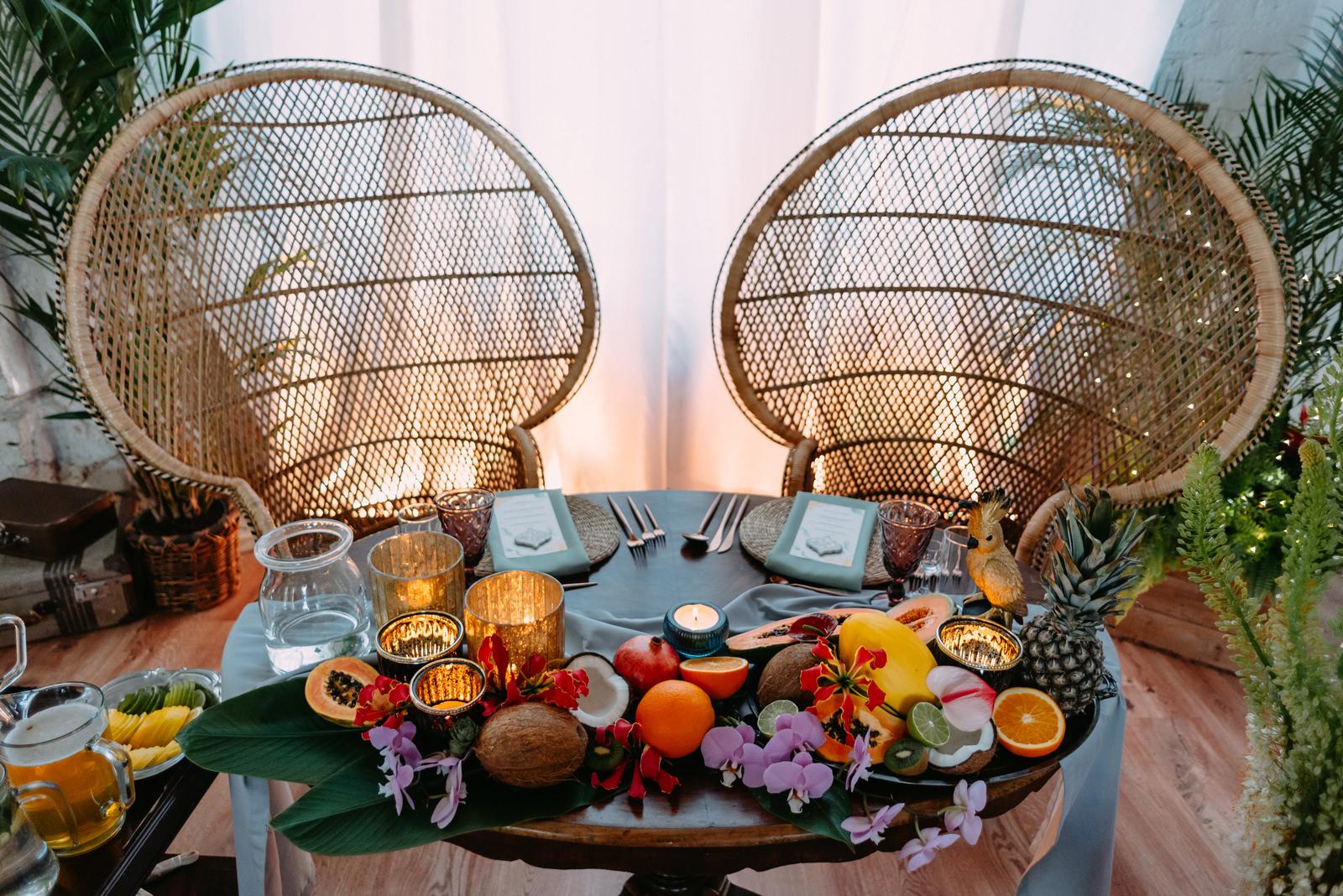 wesele w stylu tropical boho Warszawa- stół młodej pary w Reduta Banku Polskiego