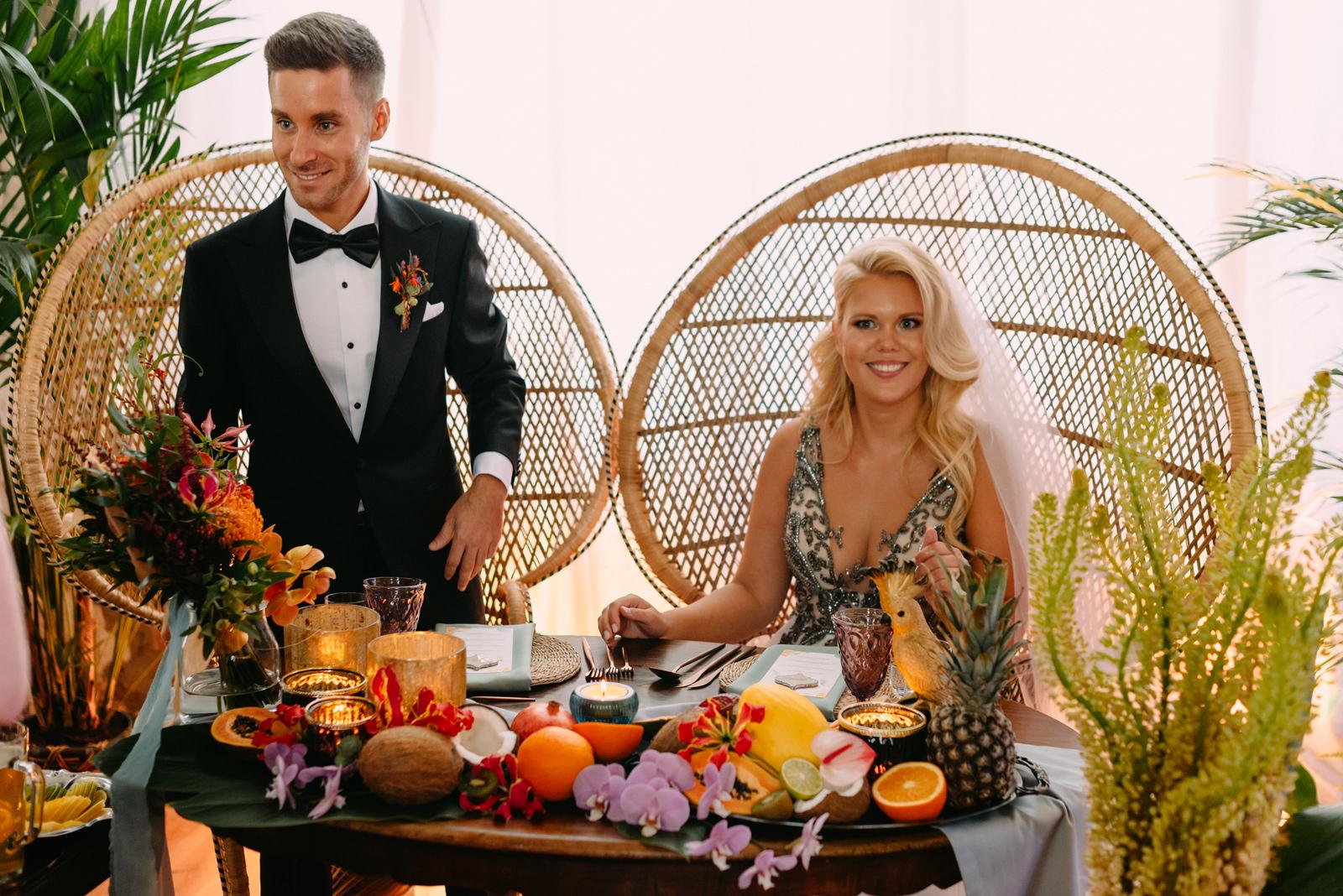 młoda para w reducie banku polskiego podczas wesela boho tropical