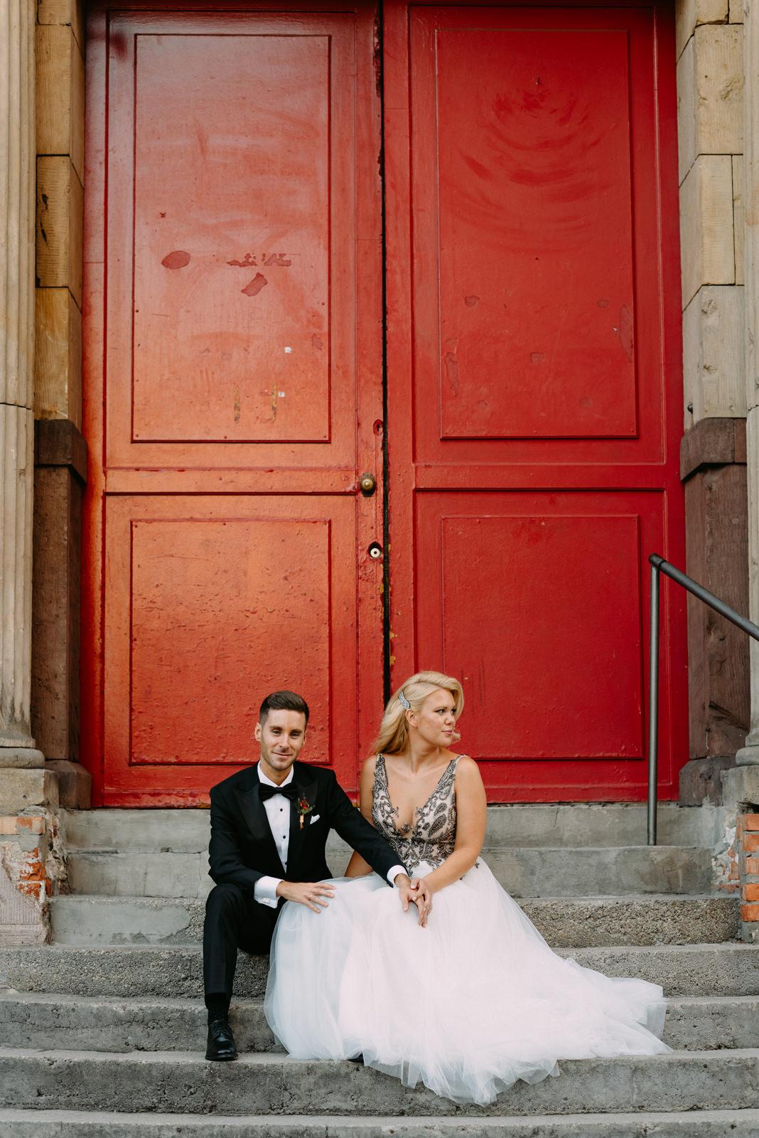 fotograf ślubny warszawa Luke Sezeck- portret młodej pary podczas wesela w Reducie Banku Polskiego
